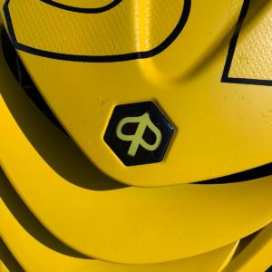 Geel logo voor Piaggio Zip